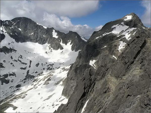 Ľadový štít, Snehový štít a Baranie rohy (vpravo) ze Zadnej Mačacej veže