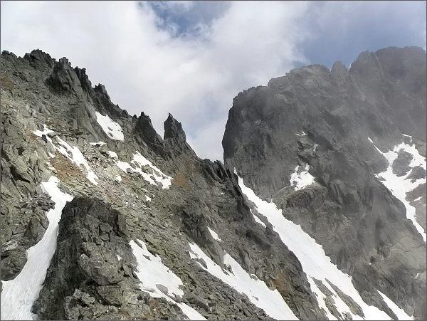 Spišská ihla (uprostřed), Ovčiarska veža a Veterný štít ze Zadnej Mačacej veže
