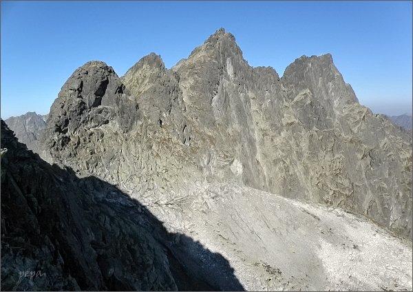 Na Hrubej Sneznej kope. <br>Zleva Prostredná Snežná kopa, Západný Železný štít, Zlobivá a Rumanov štít. Má další cesta