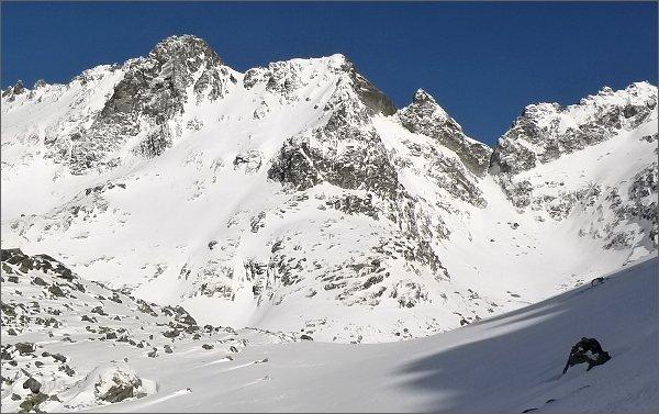 Žabí kôň (vpravo od středu fotografie) nad Žabou Mengusovskou dolinou