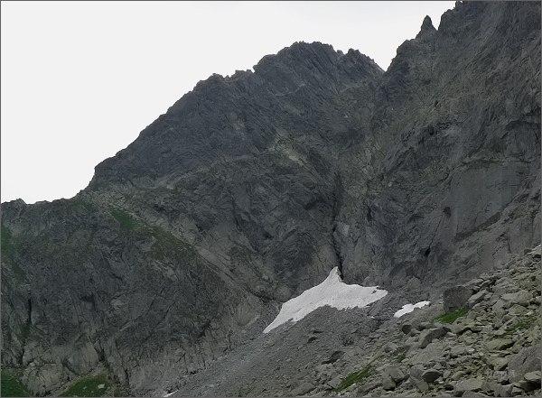Kačacia veža nad Ťažkou dolinou. Vlevo Pustá lávka