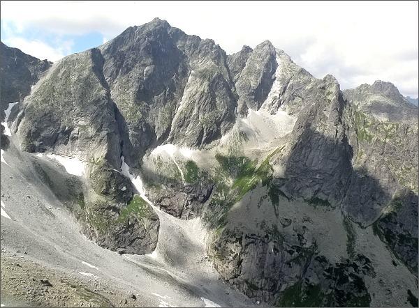 Ťažká dolina z Kačacej veže. Rysy a Malé Rysy, vpravo Veľký Žabí štít