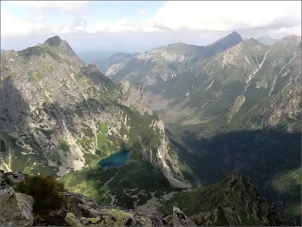 Mlynár, Ťažké pleso a Bielovodská dolina z Kačacej veže. Vpravo Široká