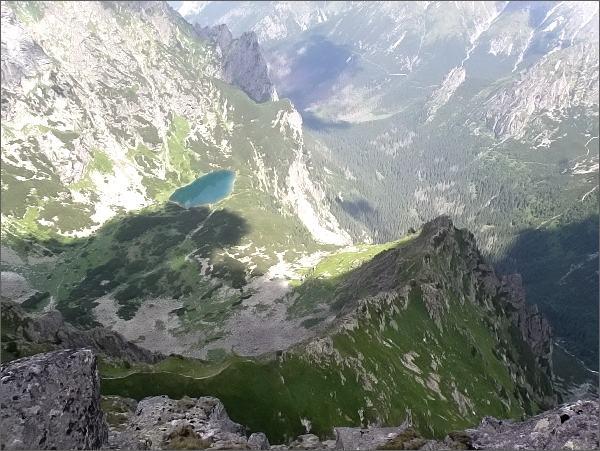 Pohled z Kačacej veže do Ťažkej a Bielovodskej doliny. V popředí Pustá stráž