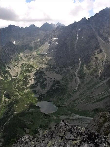 Kačacia dolina z Kačacej veže. V popředí Zelené Kačacie pleso