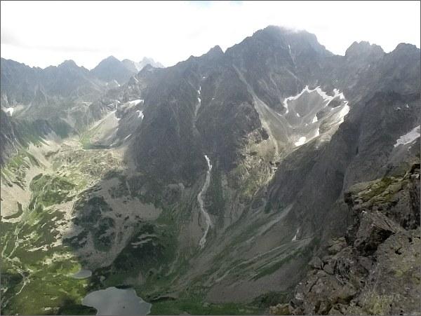 Kačacia dolina z Kačacej veže. <br>Vpravo Gerlachovské spády, masív Gerlachovského štítu, Batizovský štít a Kačací štít