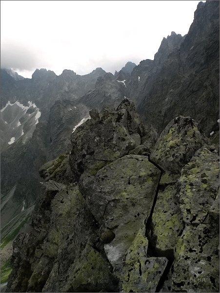 Pohled z Kačacej veže k závěru Kačacej doliny. <br /> Zleva Batizovský štít, Kačací štít, Popradský Ľadový štít, <br>Malá Končistá a Zlobivá