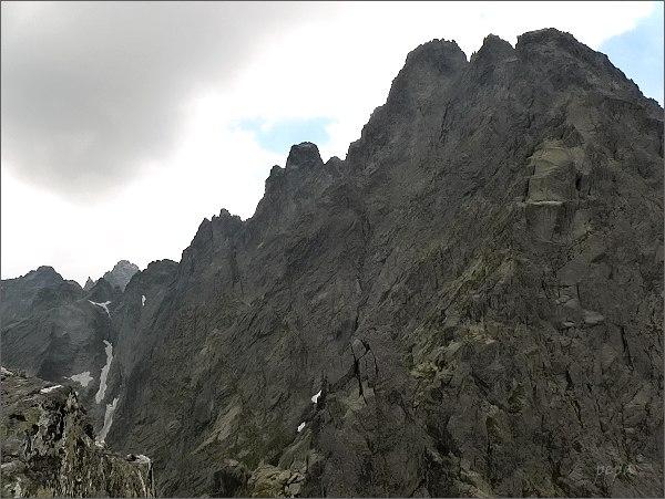 Ganky (vpravo), Rumanov štít a Zlobivá z Kačacej veže