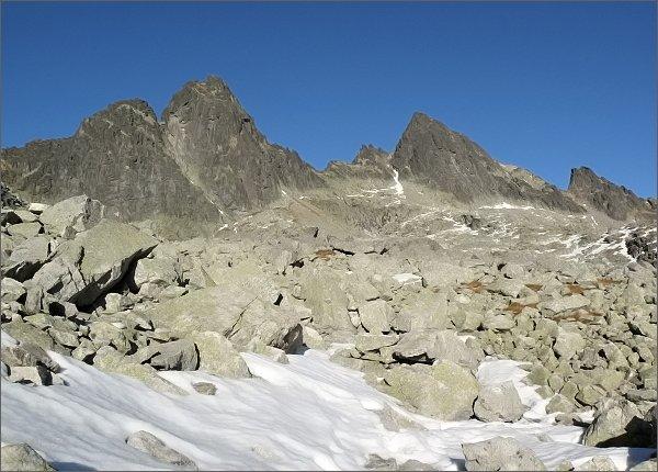 Ostré štíty, Široká veža a Priečna veža (vpravo) nad Streleckými poliami