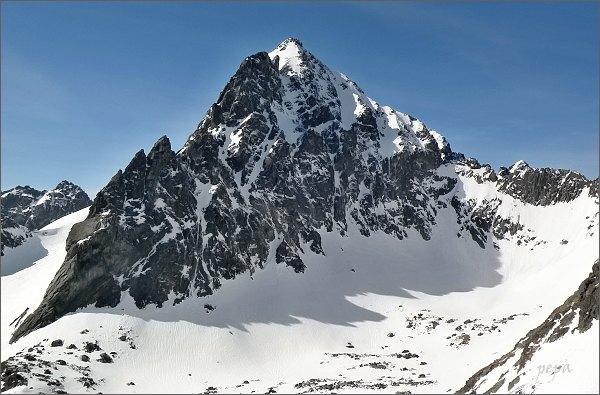 Ošarpance (vlevo) nad Rumanovou dolinou