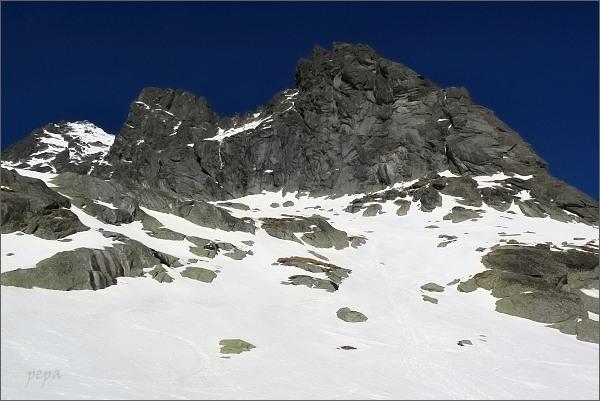 Ošarpance nad Kotlinkou pod Dračím sedlom. Vlevo Dračí štít a Vysoká