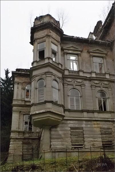 Kyselka, Mattoniho vila