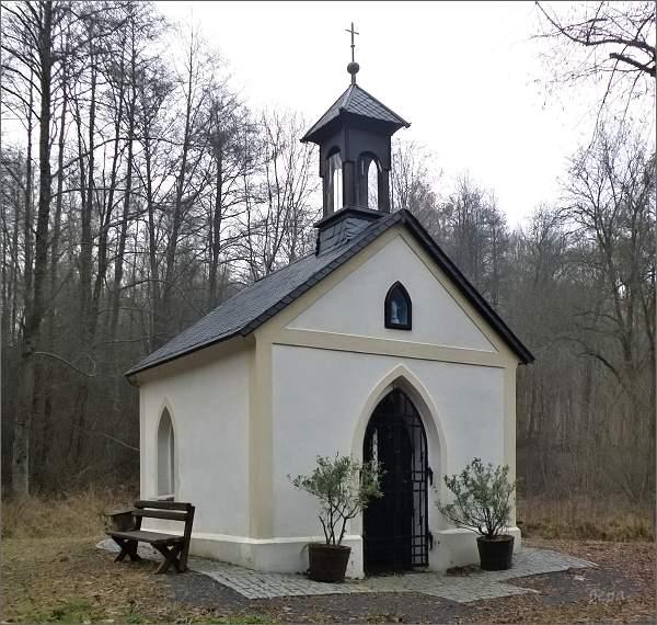 Kaple Panny Marie v údolí Dubnického potoka, u bývalého Štichlova mlýna