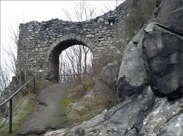 Hrad Andělská hora, vstupní brána