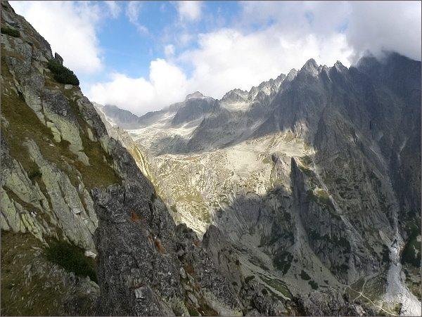 Veža nad Ohniskom. Pohled k závěru Malej Studenej doliny