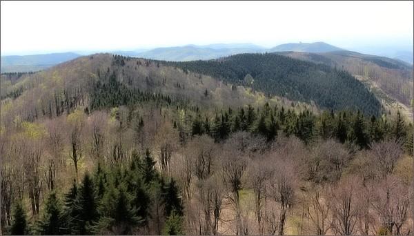 Hostýnské vrchy s Hostýnem z rozhledny na Kelčském Javorníku