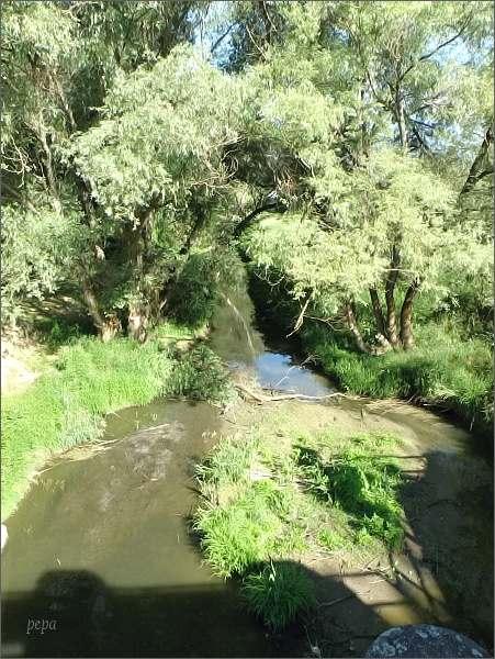 Baťův kanál pod hrází u přístavu Skalica