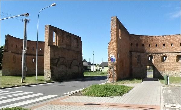 Strážnice, Skalická brána