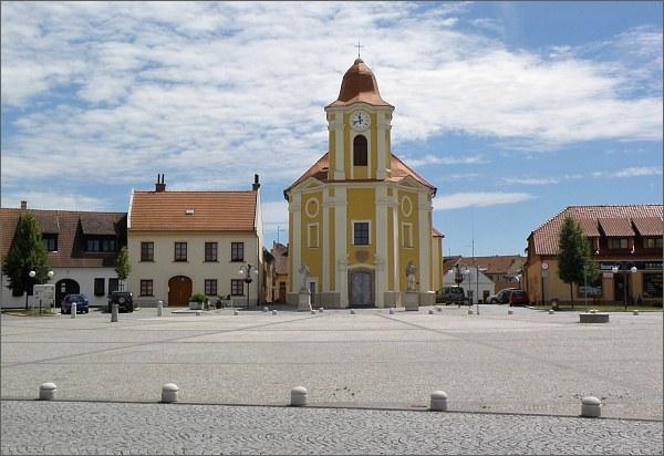 Veselí nad Moravou, náměstí
