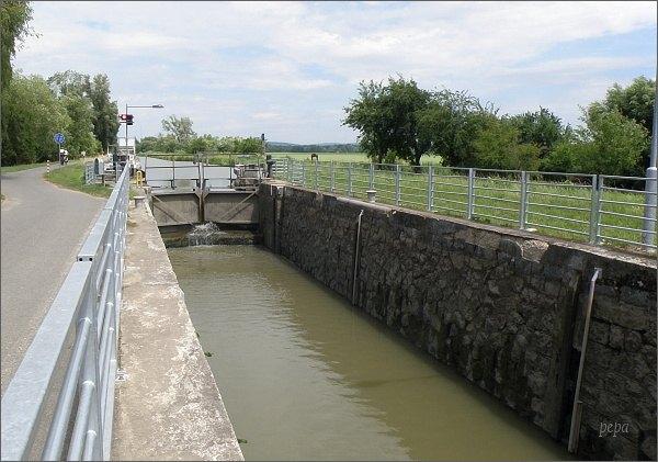 Baťův kanál. Plavební komora Huštěnovice