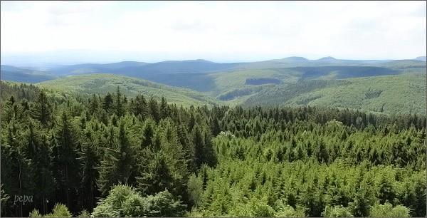 Pohled z rozhledny na Brdu k Buchlovu