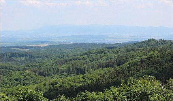 Hostýnské vrchy a Moravskoslezské Beskydy z Brda