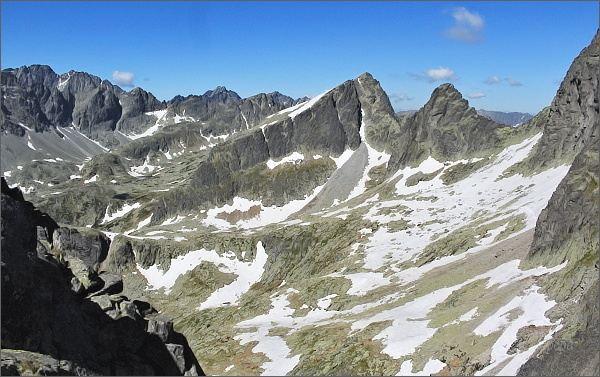 Veľká Studená dolina z Drobnej veže. Uprostřed Ostrý štít a Javorový štít