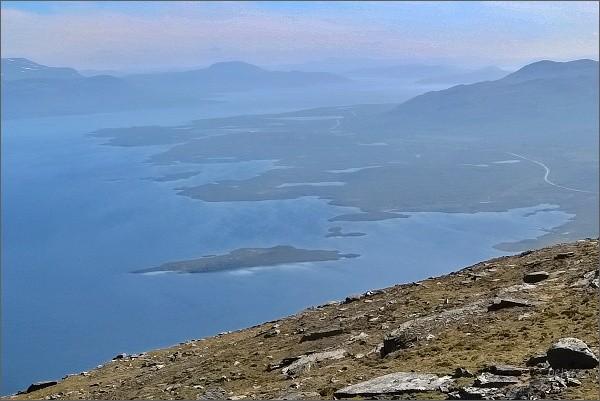 Jezero Torneträsk z vrcholu hory Nuolja