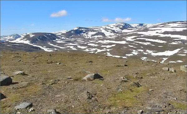 Na vrcholu hory Nuolja. Pohled k západu