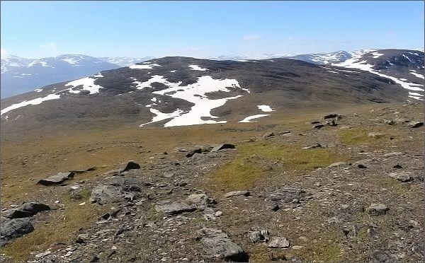 Slåttatjåkka z vrcholu hory Nulja