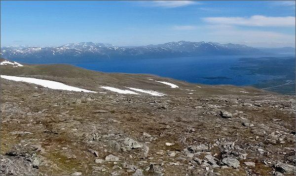 Národní park Abisko, Slåttatjåkka. Pohled k jezeru Torneträsk