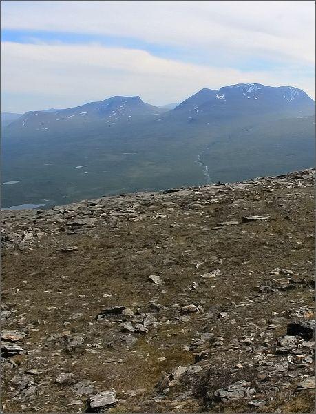 NP Abisko. Laponská brána z úbočí hory Slåttatjåkka
