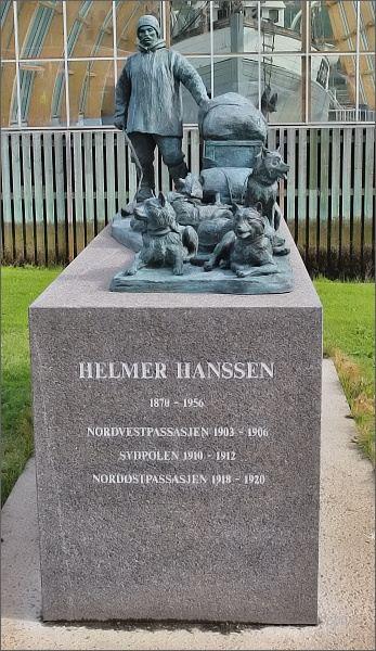 Tromsø, pomník Helmera Hanssena