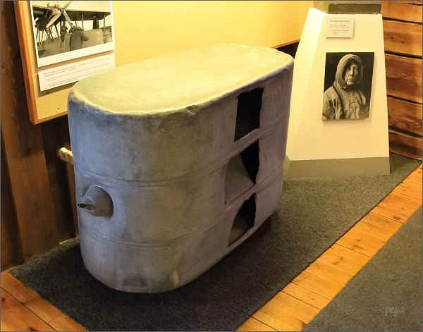 Tromsø, Polarmuseet. Nalezený díl ztroskotaného Lathamu 47