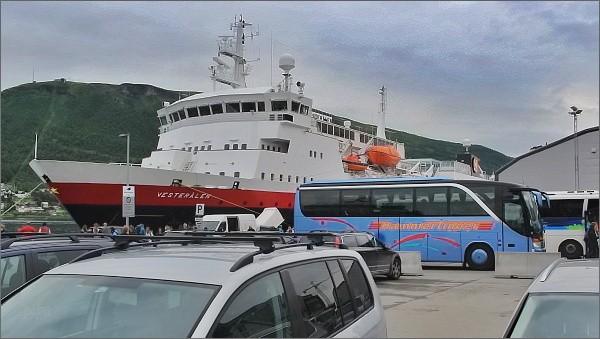 Tromsø. Loď Vesterålen společnosti Hurtigruten