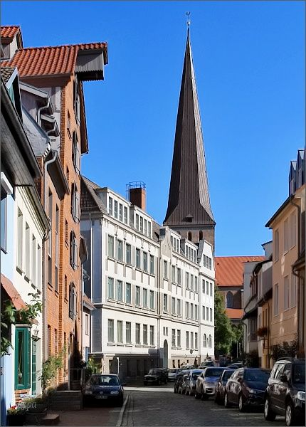 Uličky historické části Rostocku a Petrikirche