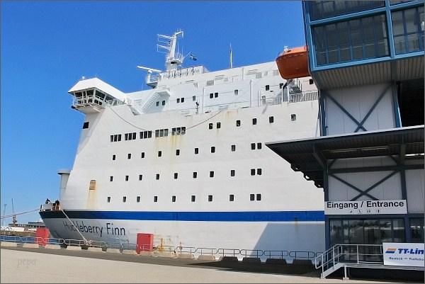 Rostock, přístav. Trajekt Huckleberry Finn