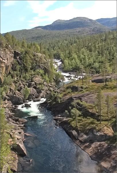 Národní park Rago. Řeka Storskogelva v údolí Trolldalen