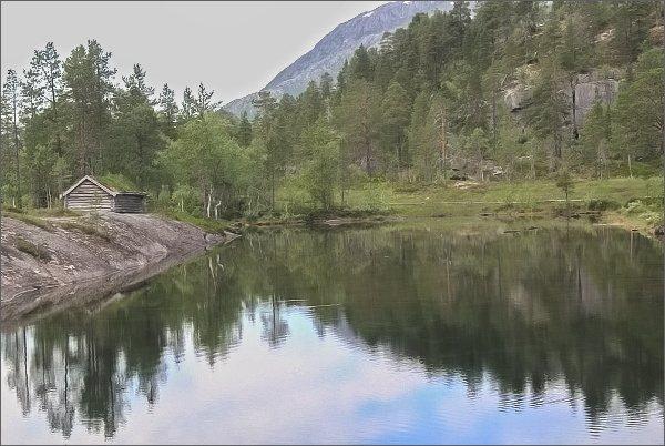 Národní park Rago. Chatka Storskogvasshyttau u jezera Storskogvatnet