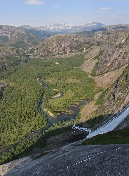 Národní park Rago. Vodopád Litlverivassforsen a údolí Storskogdalen