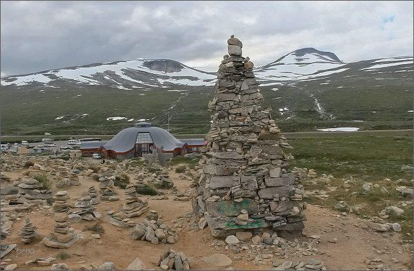 Pole kamenných mužíků na severním polárním kruhu