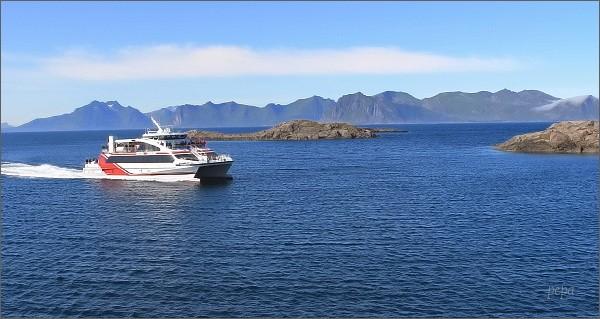 Henningsvær, u vjezdu do přístavu