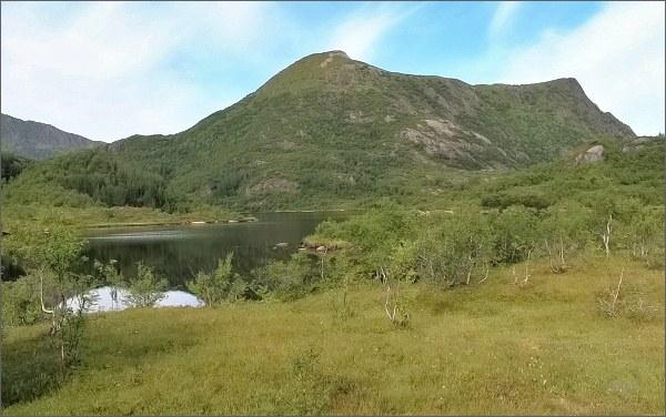 Tjellbergtinden, hHlavní a vedlejší vrchol