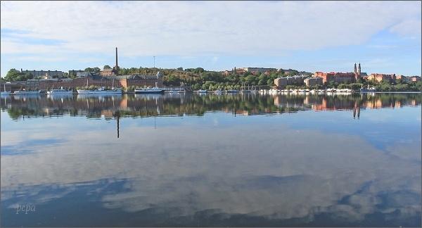 Pohled od Stockholmské radnice k ostrovu Södermalm
