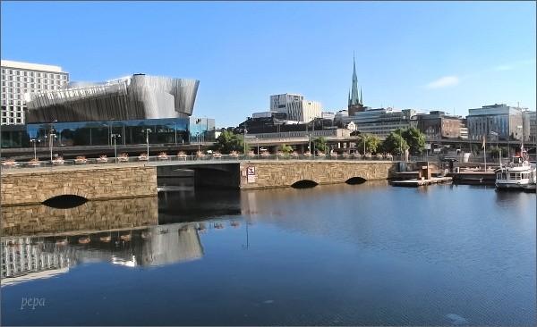 Pohled od Stockholmské radnice k hlavnímu stockholmskému nádraží