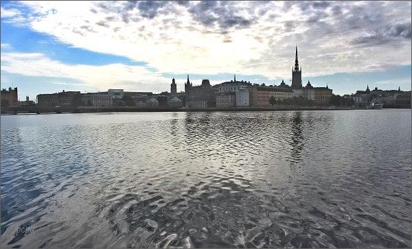Pohled od Stockholmské radnice na Gamla Stan
