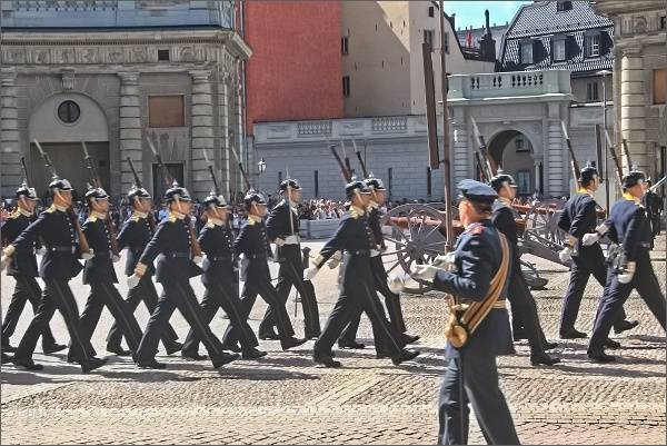 Výměna stráží na nádvoří Stockholmského paláce