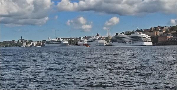 Stockholm. Pohled z Gamla Stanu na přístav