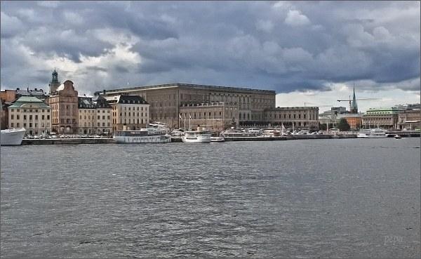 Stockholmský palác z paluby trojstěžníku Chapman