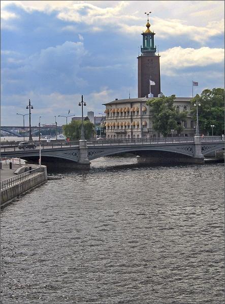 Podvečerní pohled ke stockholmské radncici